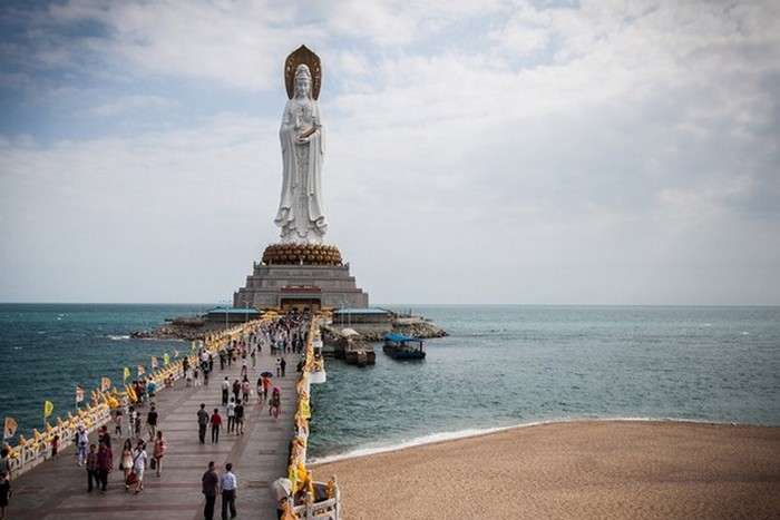 Мао, Будда, Монро и другие: 10 памятников-гигантов, рядом с которым чувствуешь себя песчинкой