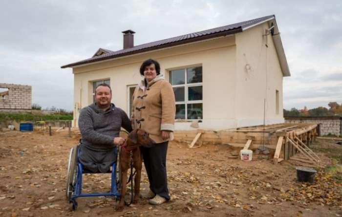 В Беларуси инвалид-колясочник приобрел старый магазин, а спустя время соседи ахнули от восторга