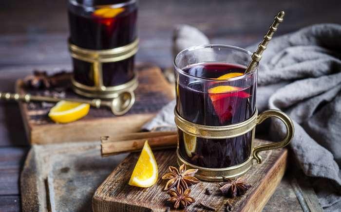 Глинтвейн, который согреет в промозглую погоду и зимнюю стужу (3 традиционных рецепта)