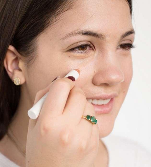10 способов, как использовать 1 хайлайтер, чтобы заменить им всю вашу косметичку