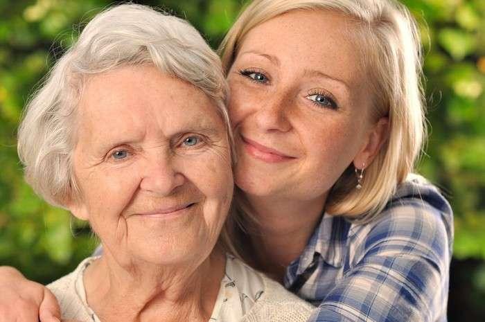 Доказано, что бабушка материнской линии – важнейший человек для наших детей. И вот, почему!