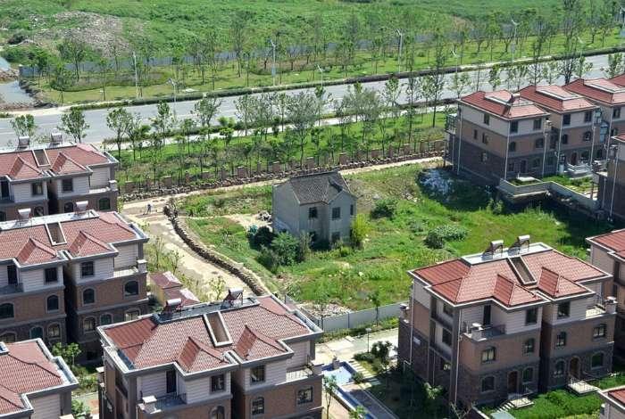 17 домов-изгоев, чьи упрямые владельцы пошли наперекор планам массовой застройки