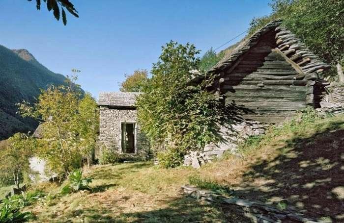 Этот дом похож на полуразвалившуюся хижину, но интерьер кардинально отличается от наружного антуража