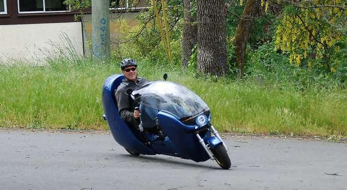 Веломобиль - инновационный гибрид, на котором можно разгоняться до 32 км/ч, не спеша крутя педали