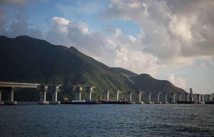 Берега Южно-Китайского моря соединили крупнейшим мостом длиной 55 км