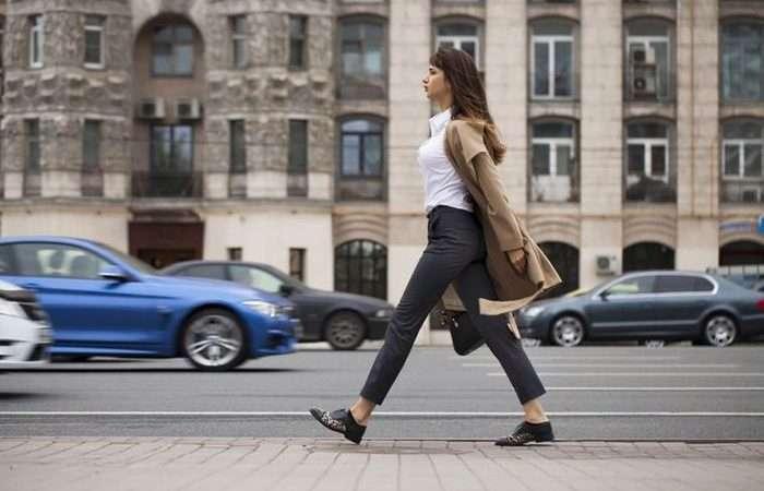 Учёные назвали важную вещь, которую можно узнать о человеке по его походке