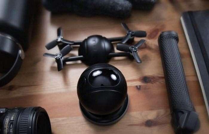 Модульный дрон, который умеет превращаться в экшн-камеру и приглядит за домом