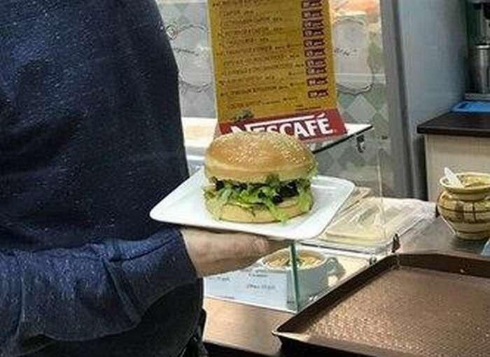 &171;Собчак-бургер&187;: в Красноярске новый бургер с кониной