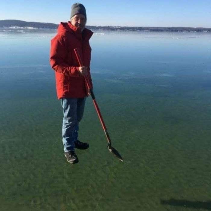 Удивительный совершенно прозрачный лед с Великих озёр