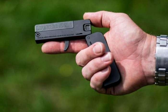 Карманный пистолет LifeCard &8212; маленький да удаленький