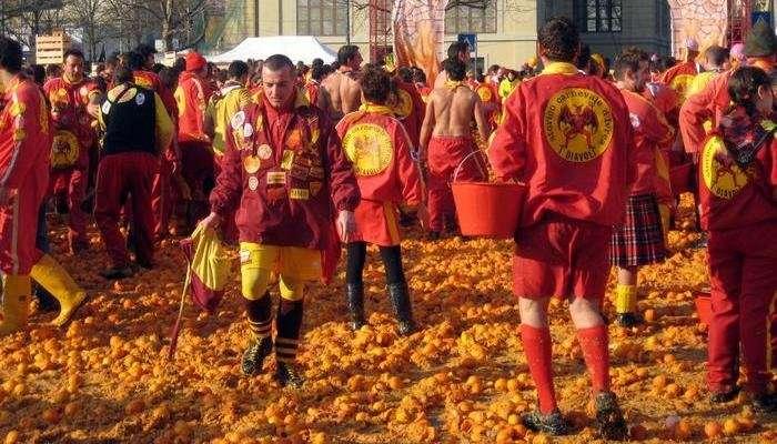 Топ 6: Самые необычные фестивали мира (9 фото)