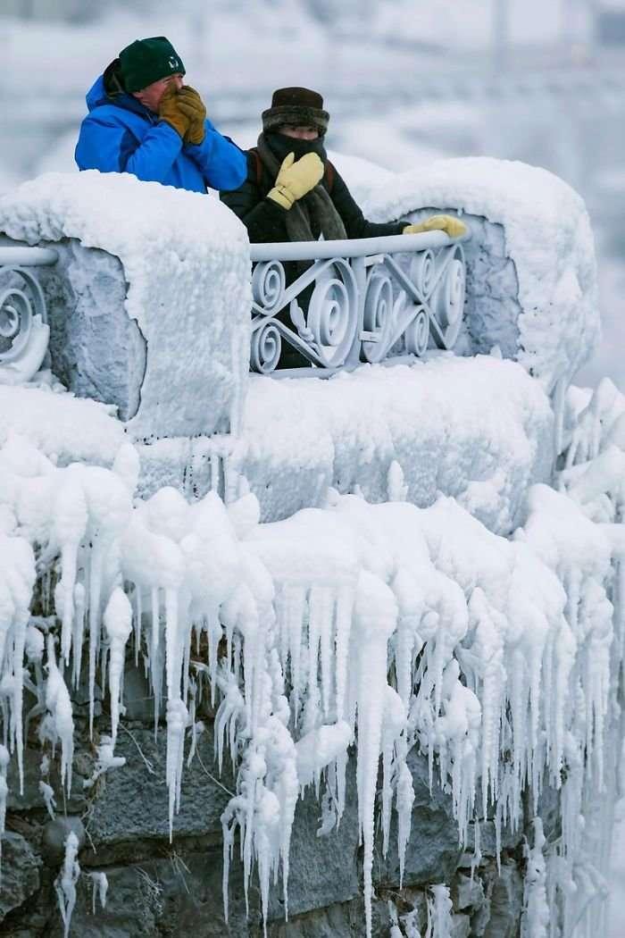 Захватывающее зрелище – замерзший Ниагарский водопад (19 фото)