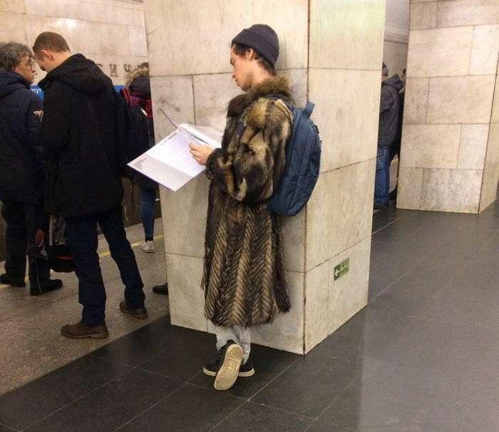 Странные и прикольные модники из российского метро (30 фото)