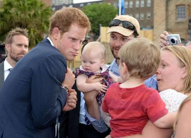 Фотографии, которые заставляют краснеть британскую королевскую семью (25 фото)