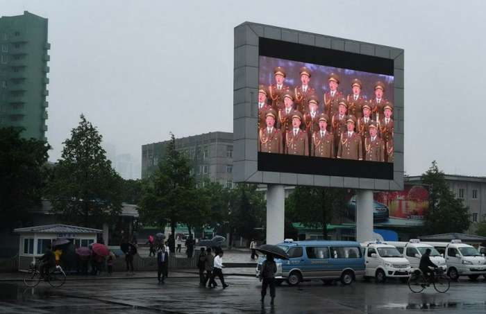 Тайно сделанные фотографии повседневную жизни в Северной Корее (53 фото)