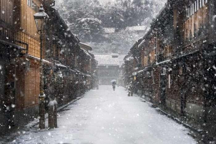 Один из самых красивых курортов Японии Гинзан Онсен зимой (10 фото)