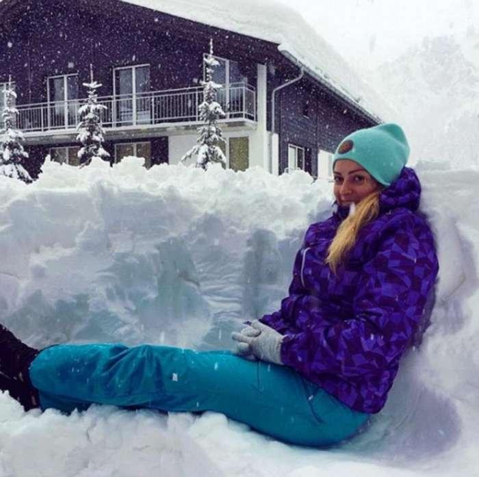 Популярный горнолыжный курорт Церматт в швейцарских Альпах засыпало снегом (35 фото)