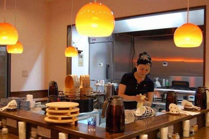 Разумное решение для тех, у кого нет денег на еду, от токийского ресторана (3 фото)