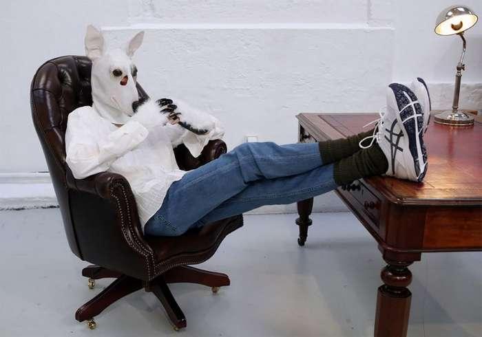О, эта странная мода! Французский модельер представил собачьи маски (10 фото)