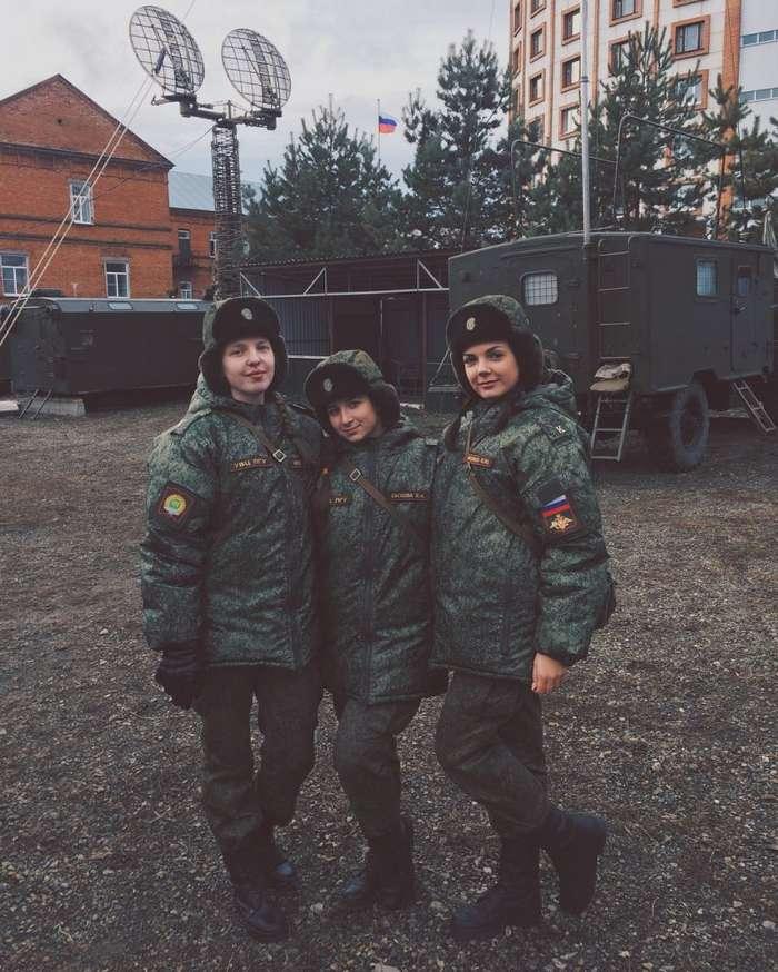Красивые девушки из Вооруженных Сил РФ (37 фото)