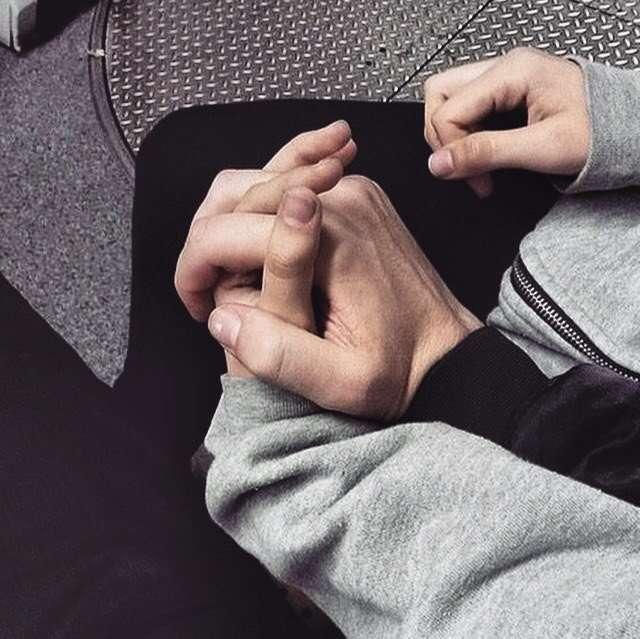 Правдоподобные картинки держания за руку