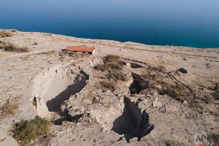 Затяжная засуха угрожает водам Мертвого моря-22 фото-