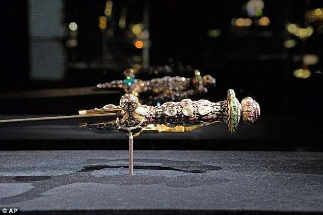 В Венеции украли индийские драгоценности на миллионы евро-5 фото-