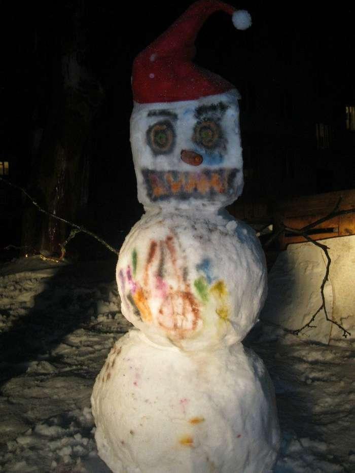 Я его слепила из того, что было: когда погода — не помеха новогоднему настроению-30 фото-