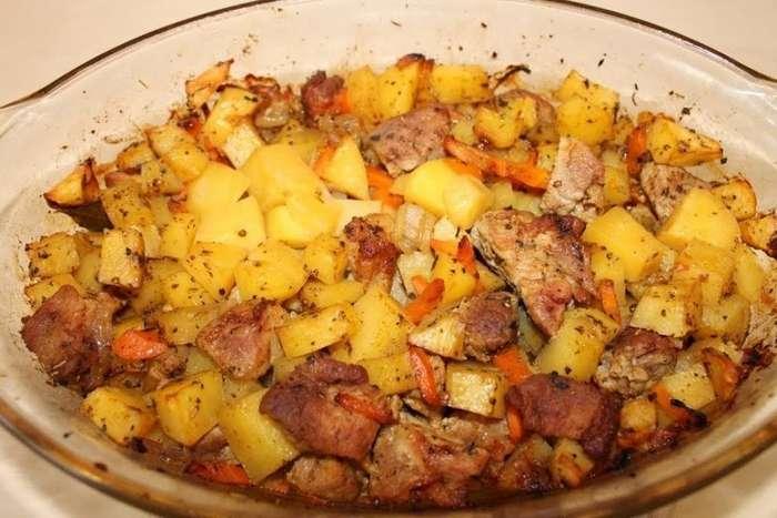 Простой рецепт Очень Вкусного картофеля с мясом в духовке-1 фото + 1 видео-
