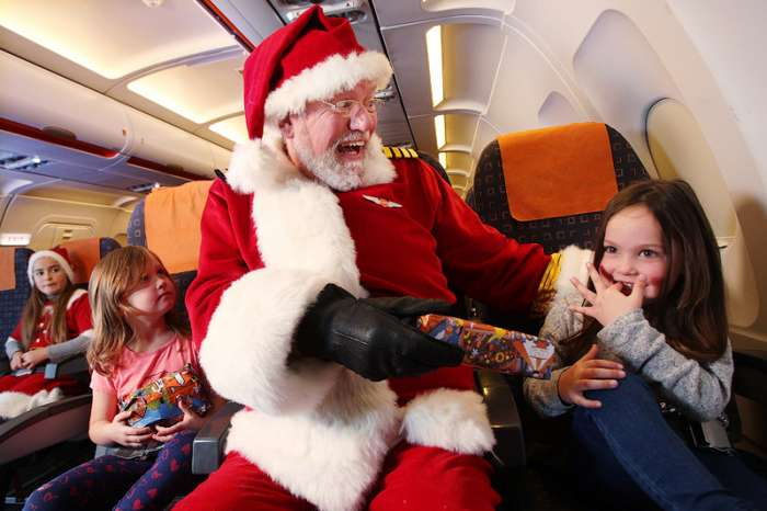 Как авиакомпании поздравляют своих пассажиров с Рождеством и Новым годом