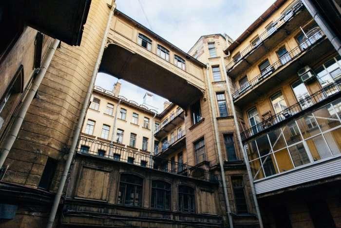 Для чего в Санкт-Петербурге строили дворы-колодцы