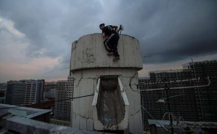 Отчаянные московские руферы готовы на многое ради хорошего фото