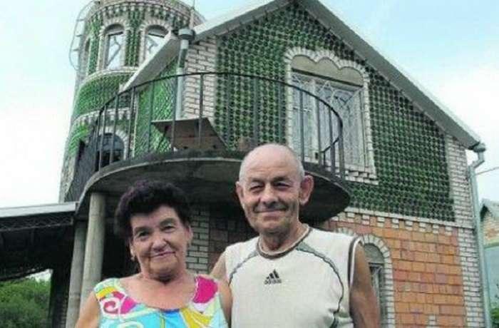 Украинский умелец построил на даче дворец из пустых бутылок из-под шампанского