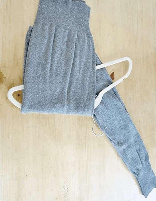 Почему нельзя просто хранить свитер на вешалке и что делать вместо этого