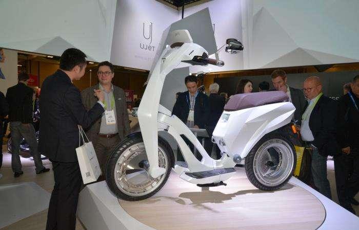 Складной и суперлегкий скутер, который отлично сгодится для поездок на небольшие расстояния