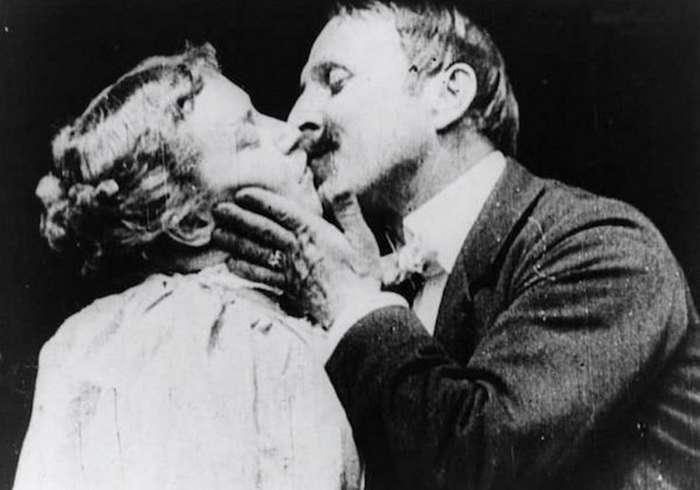Дебютные появления в кино: телефон, поцелуй и другие