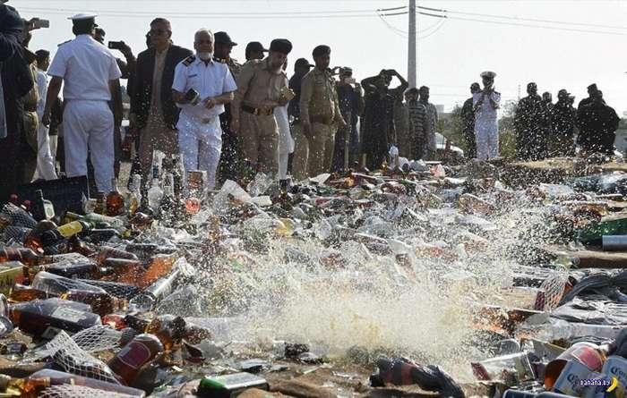 Корпоратив пакистанских таможенников
