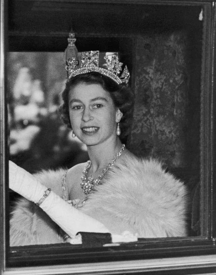 Английская королева-долгожительница празднует 66-й год восшествия на престол