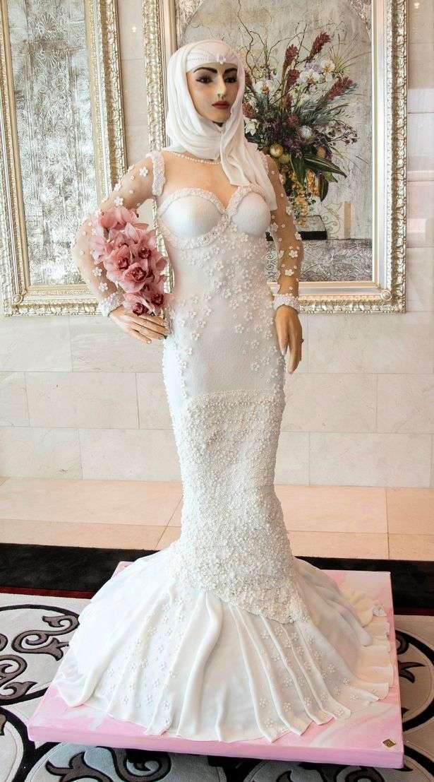 Известный лондонский кулинар и дизанейр Дебби Уингхэм изготовила свадебный торт ценой 1 миллион долларов