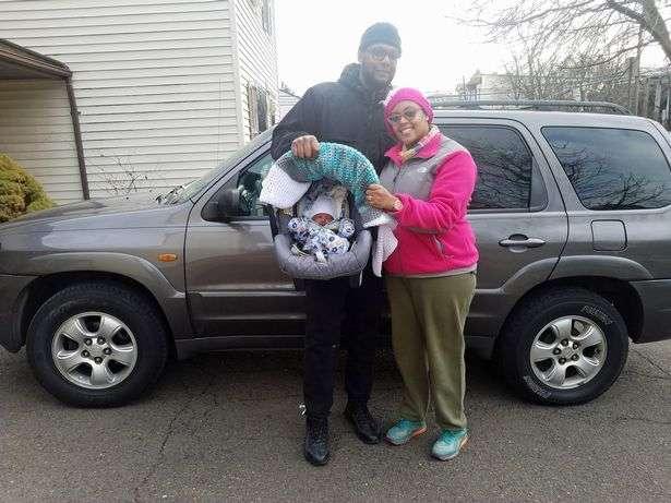 Муж не поверил, а жена родила через пять минут в машине
