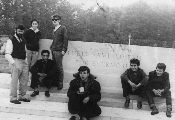"""Печальная и короткая жизнь Стюарта Сатклиффа - пятого участника группы """"Битлз"""""""