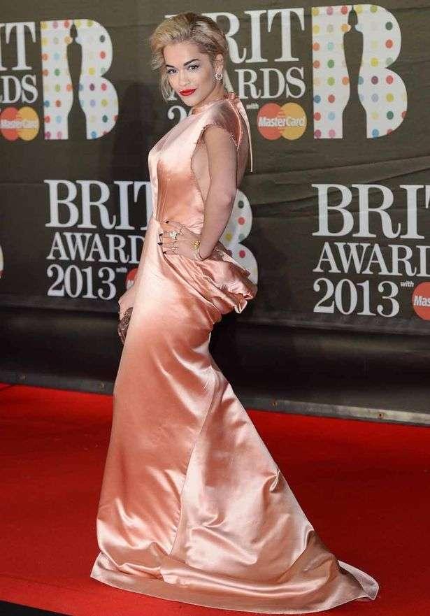 Самые запомнившиеся и шокирующие образы знаменитостей на Brit Awards