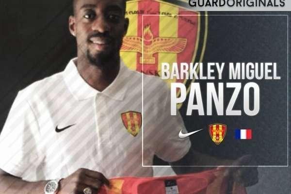 Футболист выдумал себе карьеру и подписал контракт с профессиональным клубом-2 фото-