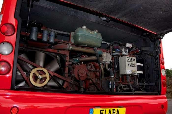 Автобус, который команда Scuderia Ferrari использовала в 2000-х, уйдет с молотка-15 фото-