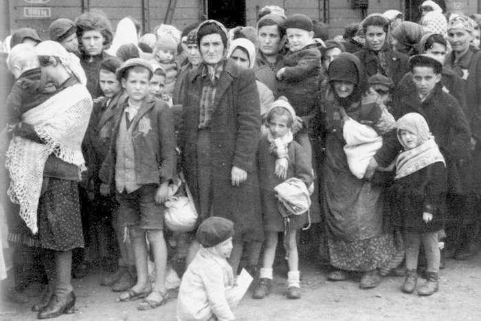 Самые ужасные и кровавые геноциды ХХ века-15 фото-