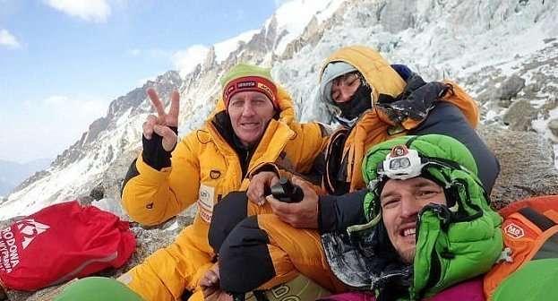Альпинистка бросила товарища, чтобы спастись-11 фото + 1 видео-