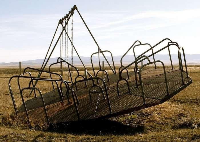 Детские площадки со всего мира, на которые вы вряд ли поведёте своих детей-33 фото-