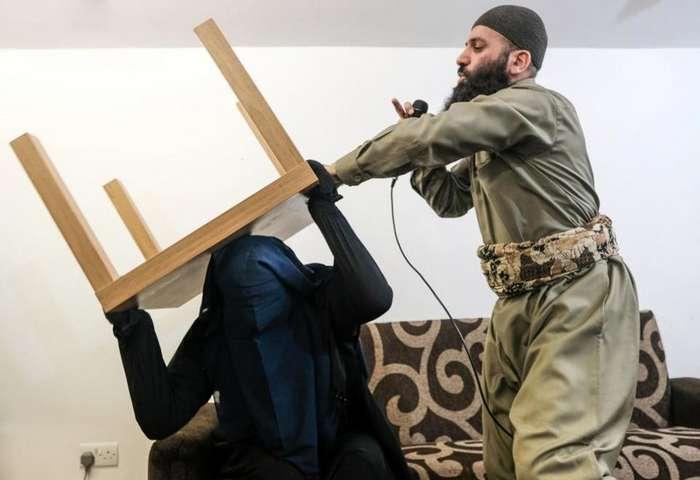 Вот так выглядит обряд -экзорцизма- у мусульман-7 фото + 1 видео-
