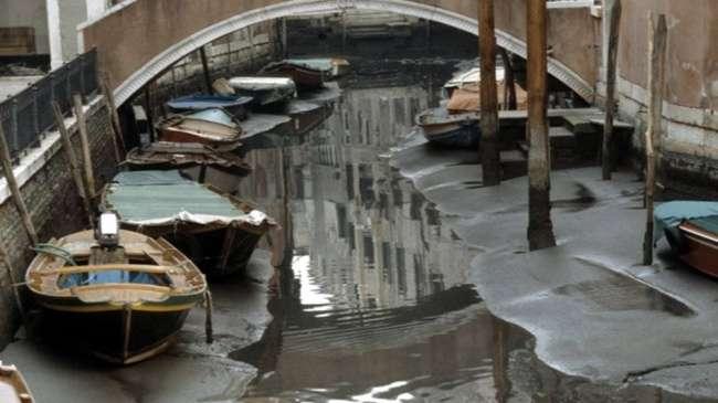 Каналы Венеции остались без воды, иэти фотографии стоит увидеть
