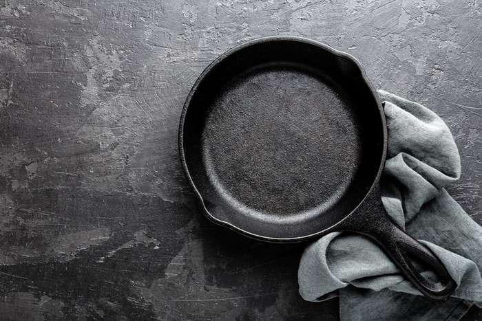 Как очистить сковороду от нагара, чтобы она сверкала